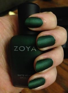 Love these nails, wonder if they sell Zoya nail polish in Europe? This emerald green matte shade is the best I´ve seen. Ready for The fall Zoya Nail Polish, Nail Polish Colors, Matte Nails, Nail Polishes, Acrylic Nails, Mode Inspiration, Nails Inspiration, How To Do Nails, Fun Nails