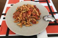 Gesunde Spätzle-Pfanne mit Paprika und Zucchini 1 Spatzle, Zucchini, Kung Pao Chicken, Meat, Ethnic Recipes, Food, Vegetarian Recipes, Cooking, Yummy Food
