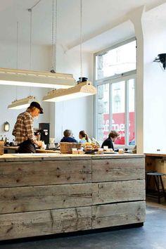 comptoir en bois recyclé, comptoir en bois rustique, meuble de bar en poutres de bois