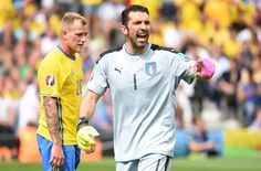 Italy's goalkeeper Gianluigi Buffon gestures during the Euro 2016 group E football match between Italy and Sweden at the Stadium Municipal in Toulouse on June 17, 2016. .Italy won the match 1-0. / AFP / Rémy GABALDA