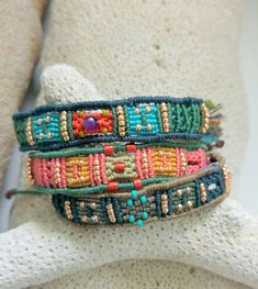 "New micro macrame bracelets: ""Sloppy"" ( Margroetjes)"