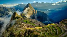 Tour Cusco and Machu Picchu in 4 days. Visit the city of Cusco, the Sacred Valley of the Incas and the Inca city of Machu Picchu. Tour from Cusco to MachuPicchu Macchu Picchu Peru, Machu Picchu Travel, Lonely Planet, Cheap Countries To Travel, Pichu, Les Continents, Peru Travel, Peru Tourism, Travel Tips