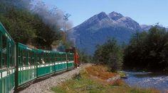 De Ushuaia al Parque Nacional Tierra del Fuego a bordo del emblemático Tren del Fin del Mundo. Argentina