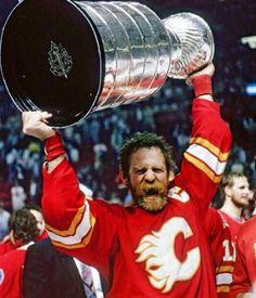 Lanny McDonald hoists the Stanley Cup for the Calgary Flames in Hockey Games, Hockey Players, Ice Hockey, Duke Basketball Tickets, Baseball Playoffs, Baseball Scores, Pro Baseball, Baseball Pants, Football