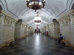 Subway/Metro in Moscou ~ great glory restored... a trip back in time.