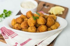 These fried scallops are coated with seasoned flour and bread crumbs and deep fried to perfection. Serve with the quick tartar sauce or cocktail sauce. Seafood Dishes, Fish And Seafood, Seafood Recipes, Deep Fried Scallops Recipe, Dried Scallops, Homemade Tartar Sauce, Remoulade Sauce, Dry Bread Crumbs, Scallop Recipes