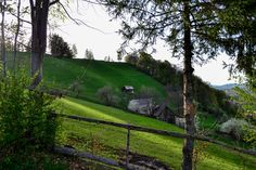 Spring in Bran, near the Bran Castle, at Brătescu Mansion. Romania, Golf Courses, Castle, Country Roads, Pure Products, Boutique, Mansions, Spring, Manor Houses