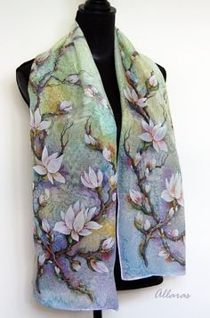 One of a kind original artwork on 100% silk Habotai. 28 x 145 cm (11x60). Handpainted. Handrolled. Also known as china silk this is the classic silk fabric.This silk fabric has a soft and supple hand and a lustrous sheen.They make the perfect weight scarf for all seasons. Original works are sent by tracked mail. The tracking code will be sent to you after the shipment.