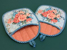 Roses and Gingham Quilted Pot Holders Set of 2 Peach Roses Roses and. Roses and Gingham Quilted Pot Holders Set of 2 Peach Roses Roses and Gingham Quilted Pot Holders S Hot Pads, Gingham Quilt, Blue Gingham, Quilting Projects, Sewing Projects, Potholder Patterns, Apron Patterns, Dress Patterns, Quilted Potholders