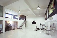 Contato — José Zignani Fotografia Studio Layout, Studio Setup, Studio Ideas, Creative Office Space, Creative Studio, Loft Design, Studio Design, Warehouse Design, Spa Rooms