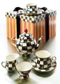 Adorable Checkered Teapot Set http://rstyle.me/~34gRe