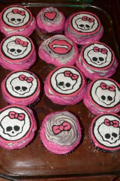 Monster High Cupcakes  I modified the cupcakes and used black food spray and then photo copied my daughters PJ's so that I could get the lips, heart and bow.