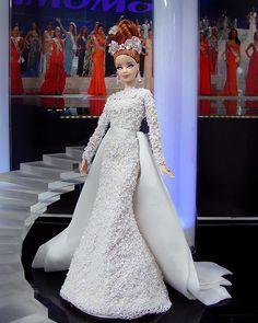Barbie Miss, Barbie And Ken, Beautiful Barbie Dolls, Vintage Barbie Dolls, Classy Evening Gowns, Barbie Wedding Dress, Wedding Doll, Bridal Gowns, Wedding Gowns