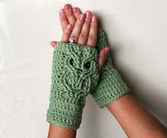 Free Crochet Pattern: Owl Fingerless Gloves (link to pattern under picture(+)