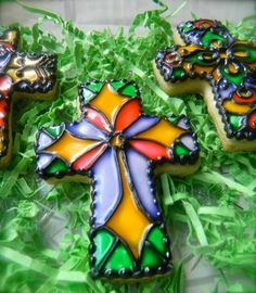 "She Bakes : ""Stained Glass"" Cookies - DIY Tutorial! Cross Cookies, Xmas Cookies, Iced Cookies, Cute Cookies, Easter Cookies, Sugar Cookies, Easter Treats, Frosted Cookies, Fancy Cookies"