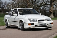 Beeldschone Ford Sierra Cosworth is (niet) te duur 500 Cars, Ford Sierra, Ford Escort, Aston Martin, Classic Cars, Racing, Awesome, British, Google Search