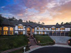 Calabasas California, California Homes, Calabasas Homes, Sub Zero Appliances, Luxury Modern Homes, Ft Island, Pool Construction, Island With Seating, Property Design