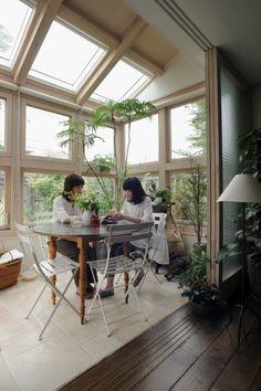 [コンサバトリー 英国風サンルーム image] House Extension Design, Tiny House Design, Style At Home, Sell My House, Home Porch, Cheap Houses, House Inside, Glass House, Dream Rooms
