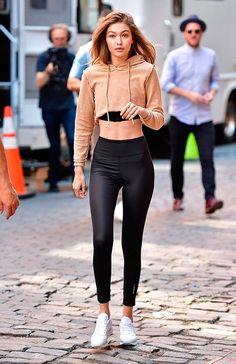 Gigi Hadid seen on the streets of Manhattan on July 2016 in New York City. Gigi Hadid Looks, Bella Gigi Hadid, Gigi Hadid Style, Model Outfits, Teen Fashion Outfits, Star Fashion, Cute Outfits, Fashion Black, Fashion Fashion