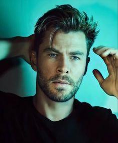 Chris Hemsworth Thor, Hemsworth Brothers, Beautiful Men Faces, Beautiful People, Australian Actors, Avengers Cast, Marvel Actors, Handsome Actors, Chris Evans