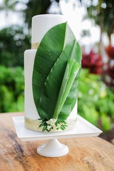 Add palm leaves to your minimal tropical-themed wedding cake to take it up a notch.