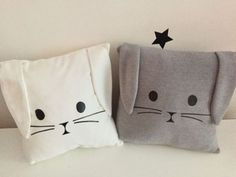 Super Cute Kids Pillow Ideas For Nursery Room Decorating - Pillow Art Baby Sewing Projects, Sewing Patterns For Kids, Sewing For Kids, Baby Patterns, Cute Pillows, Baby Pillows, Kids Pillows, Bolster Pillow, Pillow Room