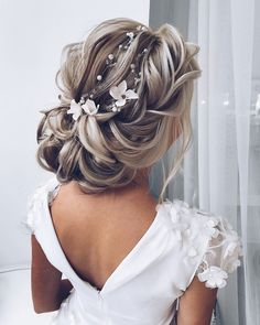 The Low Chignon can be a glossy bridal hair messy bun which seems incredibly won. The Low Chignon Wedding Hairstyles For Long Hair, Wedding Hair And Makeup, Bun Hairstyles, Bridal Hairstyles, Hair Wedding, Bridal Updo, Formal Wedding, Country Wedding Hairstyles, Wedding Rings