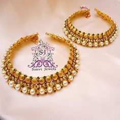 Beautiful kundan anklet from the house of Mirraw. It is an ideal gift for wife for the age 21 - 25 Yrs, 26 - 35 Yrs. Best Gifted on Pooja for Serious Moods or traditional ceremonies. More such anklets on website.