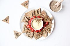 Crackers maison aux graines Il était une noix Saint Patrick, Tzatziki, Occasion, Healthy Appetizers, Hummus, Good Bye, Seeds, Healthy Eating, St Patrick's Day
