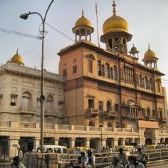 Gurdwara Sis Ganj Sahib, an important place of worship for the Sikh community, ranks high among the nine gurudwaras of historical significance in Delhi. It was founded by Baghel Singh in the year 1783. This venue commemorates the martyrdom of Sikh Guru, Guru Tegh Bahadur and is located in Chandni Chowk in Old Del - See more at: http://www.buzzntravel.com/gurudwara-sis-ganj
