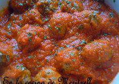 Photo Albondigas, Curry, Food And Drink, Veggies, Meals, Ethnic Recipes, Picnics, Microwaves, Vegetarian