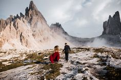 Adventure Session in the Italian Dolomites. Hiking Tre Cime di Lavaredo for a sunset couple session. Elopement Wedding, Elope Wedding, Adventure Couple, Mountain Elopement, South Tyrol, Elopement Inspiration, Wedding Photography, Europe, Destination Weddings