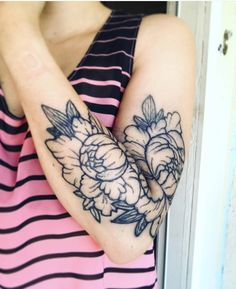 This beautiful floral tattoo was made with inkbox Freehand Ink and will last for 2 weeks! DIY your own! #inkbox #inkboxlove #2weektattoo #tattoo