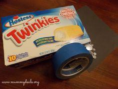 Making Twinkies Minions for Valentine's Treats