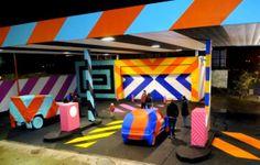 No.27+Night Une station essence Irlandaise transformée en véritable œuvre d'art à la gloire du Pop Art.