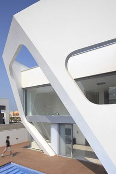Villa Style Inspired by Spaceship Look : Neighborhood XVII Residence By Zahavi Architects – Extreior Design