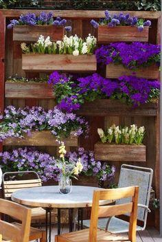 Rustic Small Backyard Design Ideas With Vertical Garden To Try Asap - DIY Garten einfach Sloped Backyard, Small Backyard Design, Backyard Garden Design, Diy Garden, Indoor Garden, Backyard Landscaping, Backyard Ideas, Big Backyard, Landscaping Ideas