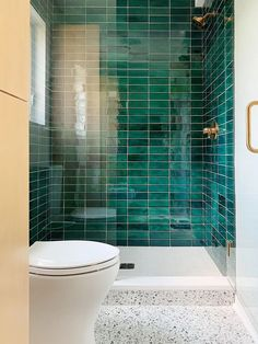 emerald green stacked subway tile Green Subway Tile, Subway Tiles, Bathroom Interior Design, Home Interior, Ceramic Tile Bathrooms, Subway Tile Showers, Bohemian Bathroom, Home Design Software, Handmade Tiles