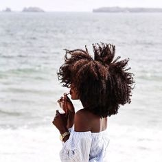 Get three post workout hair care tips and products on how to look your best after a tough time at the gym. Gym post workout hair is possible. Pelo Natural, Natural Hair Tips, Natural Hair Journey, Natural Hair Styles, Natural Curls, My Hairstyle, Afro Hairstyles, Simple Hairstyles, Formal Hairstyles