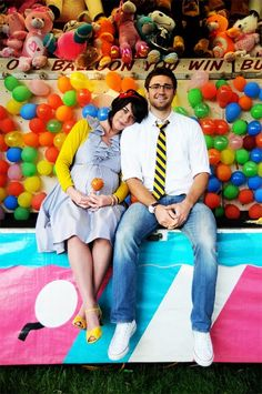 Super fun and colorful carnival maternity session idea. {Family / Romantic / Baby / Couple Photography}