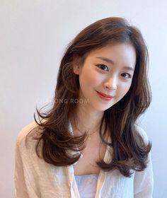 보더펌 Medium Hair Cuts, Long Hair Cuts, Medium Hair Styles, Curly Hair Styles, Oval Face Hairstyles, Permed Hairstyles, Korean Wavy Hair, Korean Medium Hair, Long Layerd Hair