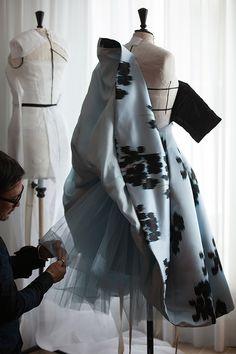 Así se hizo el vestido de Dior de Natalie Portman © Gary Pinagot / Dior