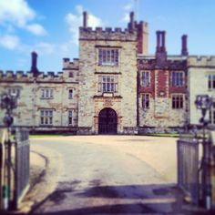 Penshurst Place, Tonbridge, Kent, England... Welsh English, Castles In England, Kent England, Manor Houses, Aga, Windmill, Country Life, 17th Century, Great Britain