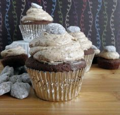 Puppy Chow Cupcakes