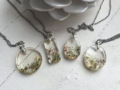 Pressé de résine bijoux-collier résine  par LavenderAndLacebyJnT