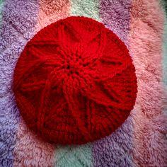 かぎ針で編むダイヤ柄の帽子の編み方の寄稿先のお知らせ。 Japanese Nail Art, Slouchy Hat, Crochet Fashion, Fingerless Gloves, Shag Rug, Crochet Patterns, Throw Pillows, Knitting, Hats
