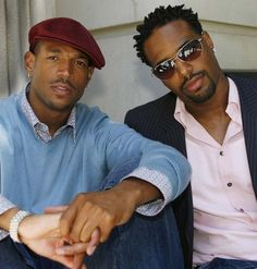 Good pic of Marlon and Shawn Wayans. Shawn was always the hot one amongst all the Wayans brothers!