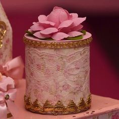 Mimos para princesa Lara com foto @roseanefialho #festaprincesa #princesparty #princesa #party #festamenina #festaprincesa #atelierartemao