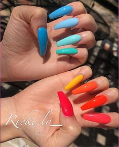 Semi-permanent varnish, false nails, patches: which manicure to choose? - My Nails Bright Summer Acrylic Nails, Best Acrylic Nails, Bright Colored Nails, Nail Summer, Different Color Nails, Bright Colors, Trendy Colors, Aycrlic Nails, Matte Nails
