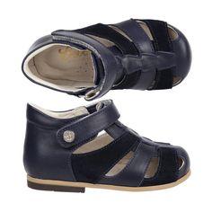 Bu yaz ayaklarda Bebbini el yapımı sandaletlerle sıkça…